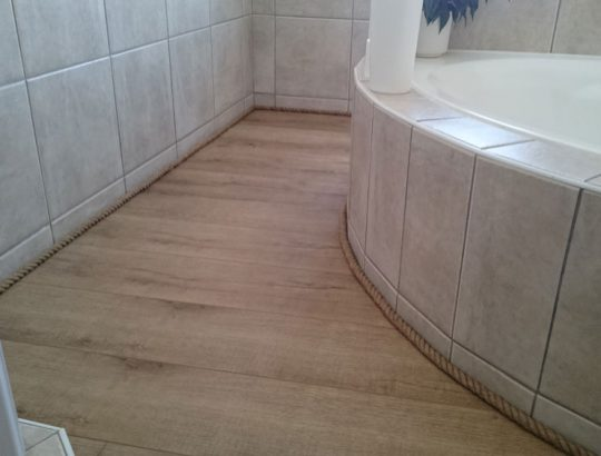 bathroom-wood-flooring-rope-edge-finished