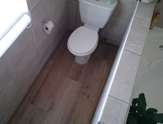 bathrooom-wooden-flooring-top-view-cape-town